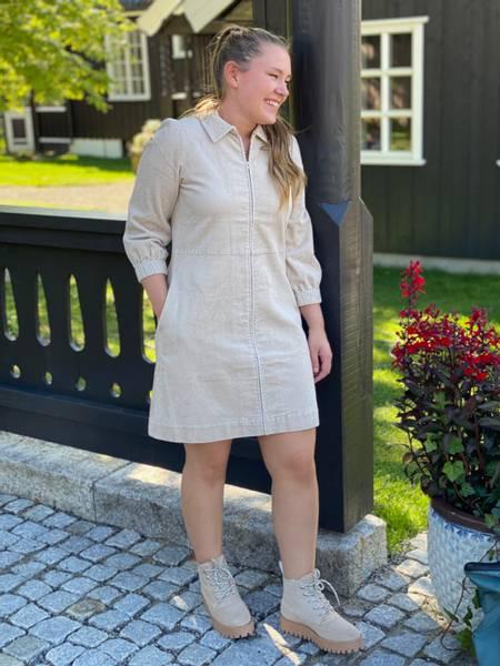 Bilde av Part Two Eyvor Dress Cement